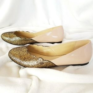 NWOT Cathy Jean  size7 Scallop gold nude flats